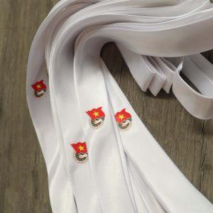 Cà vạt đoàn thanh niên màu trắng được nhiều người yêu thích