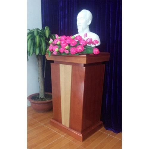 Mua hoa sen trang trí bục tượng Bác
